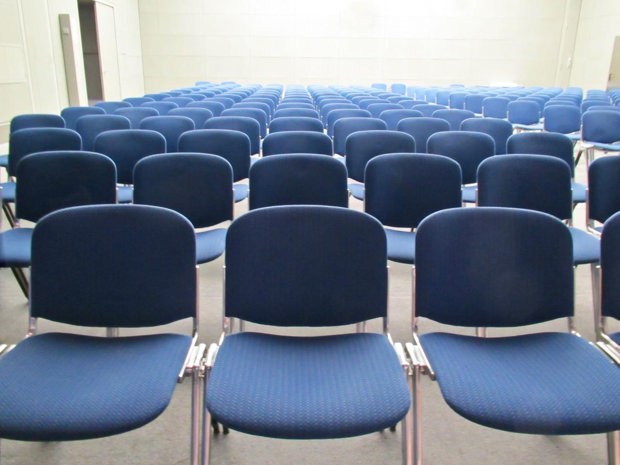 Krzesła, krzesła i krzesełka