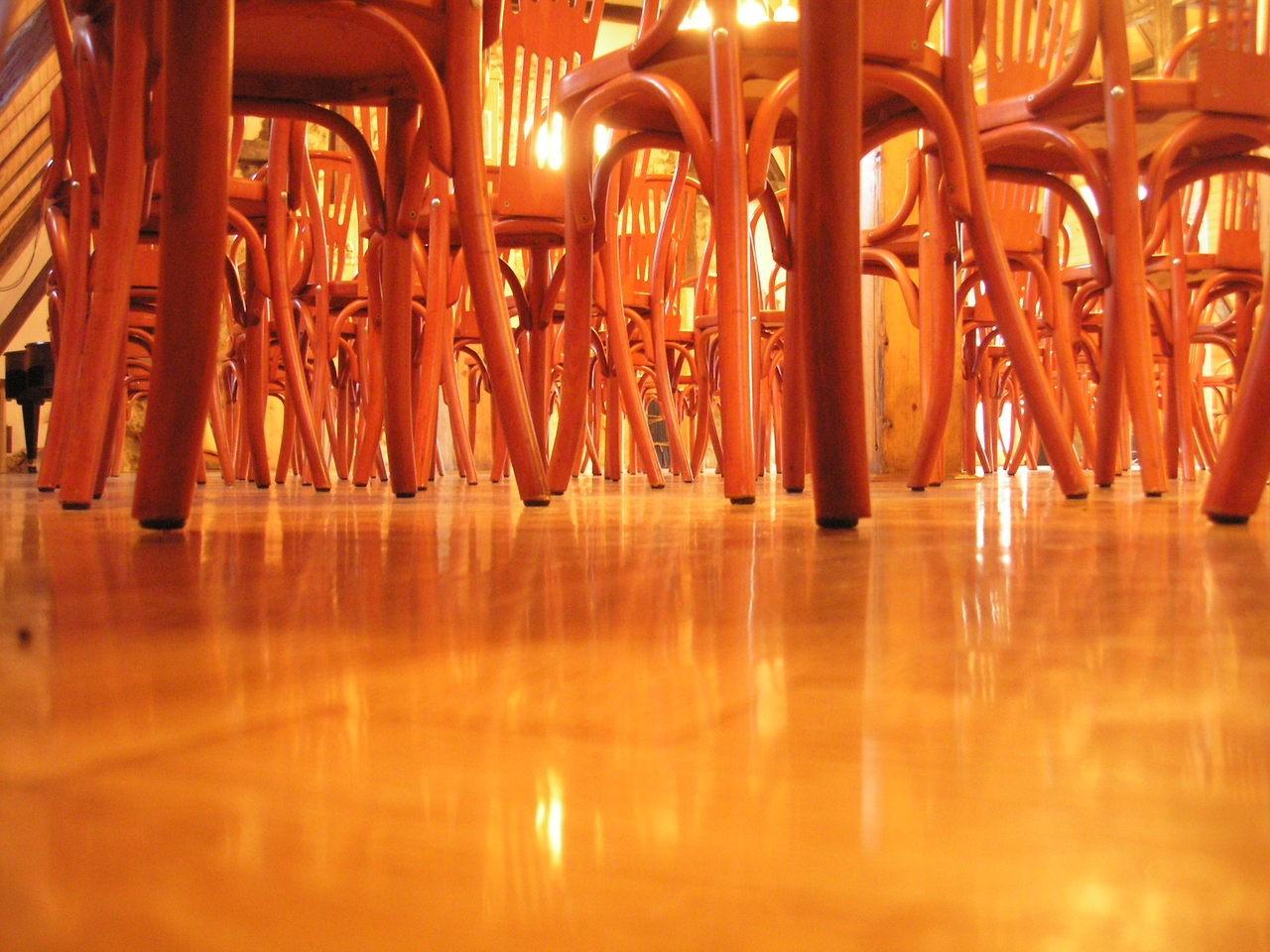 Stoły i krzesła nie tylko drewno