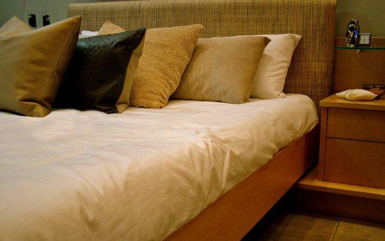 Jak zagospodarować przestrzeń w sypialni?